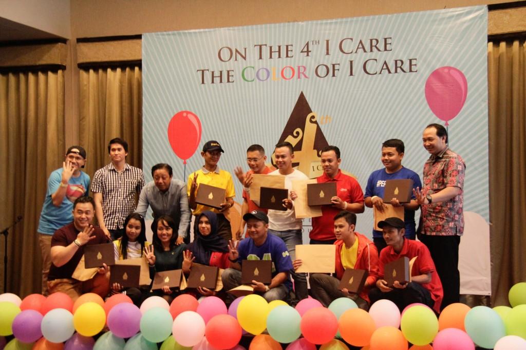Pemberian Penghargaan untuk Karyawan De Java-YourBandung