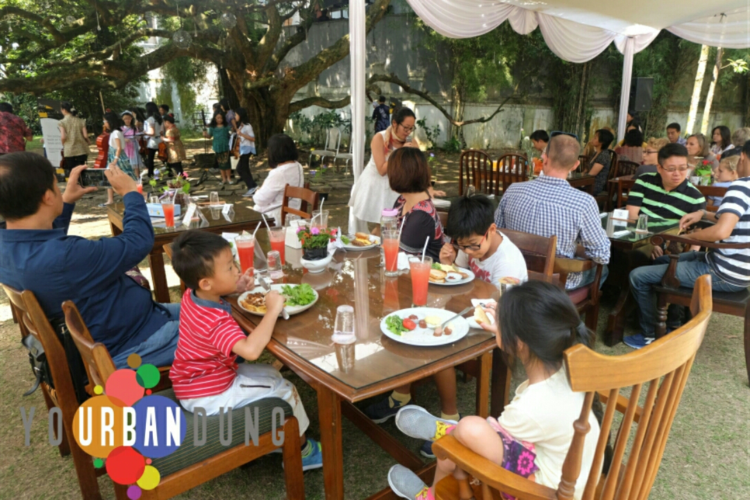 Suasana Brunch di Enchanting May
